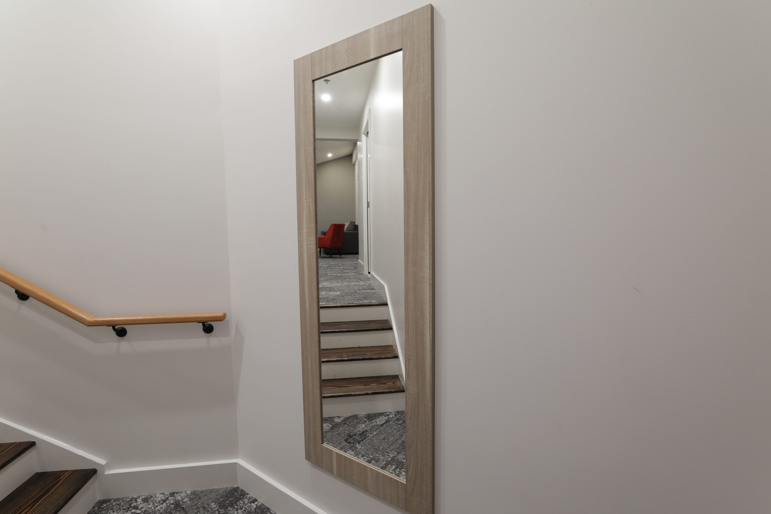entry to room with mirror