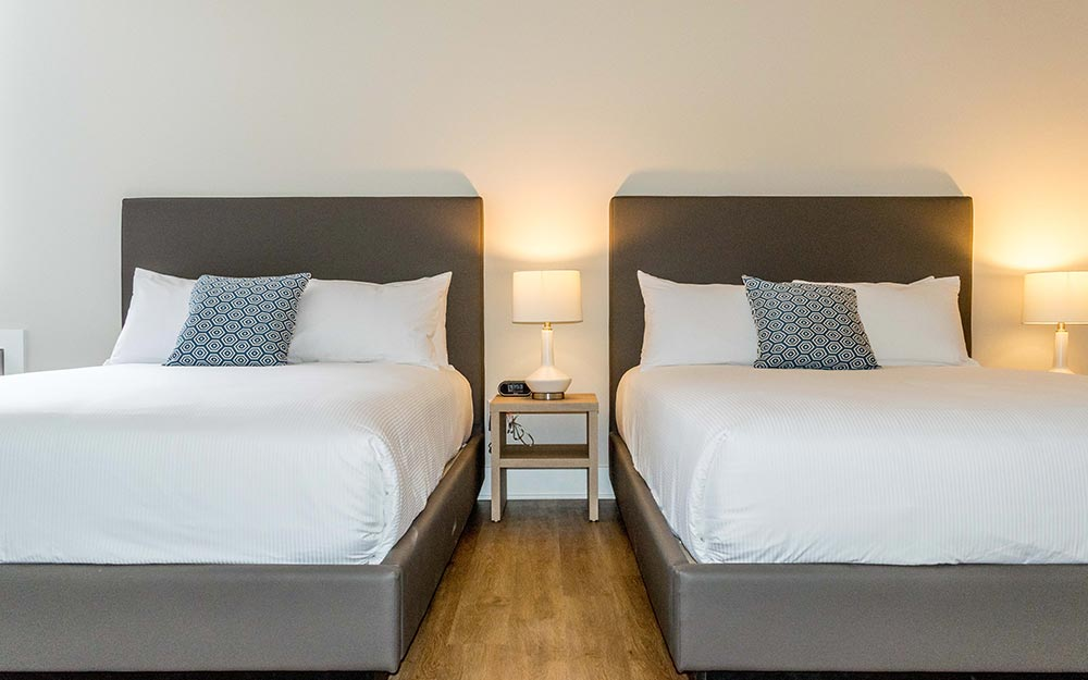 2 comfy queen beds in bedroom
